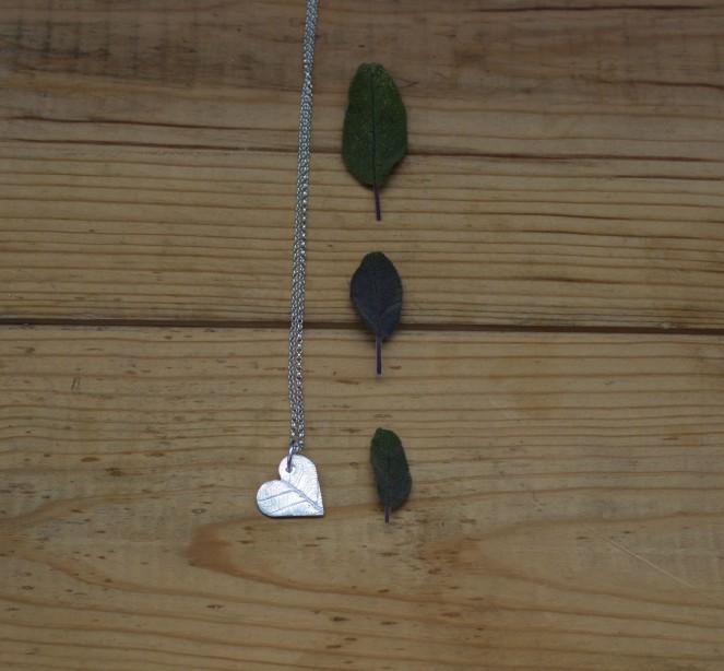 Fine silver heart pendant leaf pattern elegant