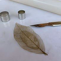 Silver clay blog leaf pattern pendant