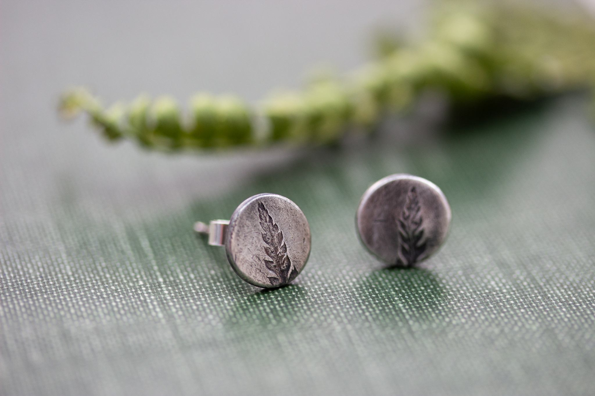 the-little-red-hen-fern-pattern-smaill-silver-studs-botanical-2-earrings